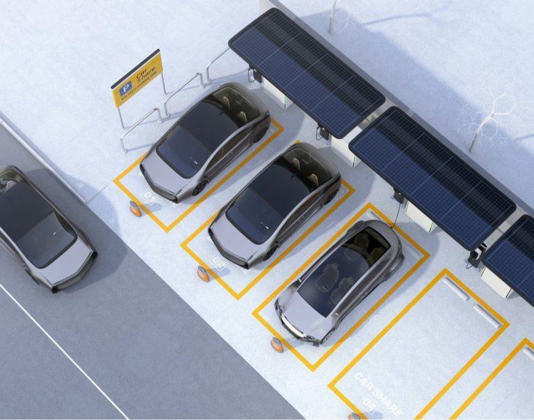 le auto elettriche possono essere ricaricate grazie al contributo degli impianti fotovoltaici