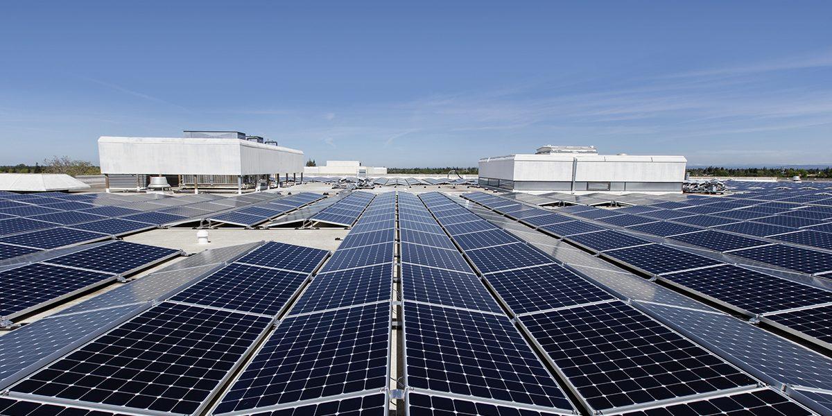 capannone con pannelli fotovoltaici